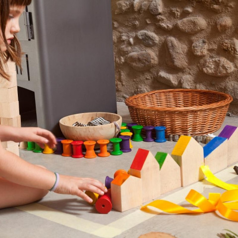 Nins® et leur maison, jouet libre en bois steiner waldorf et montessori Grapat