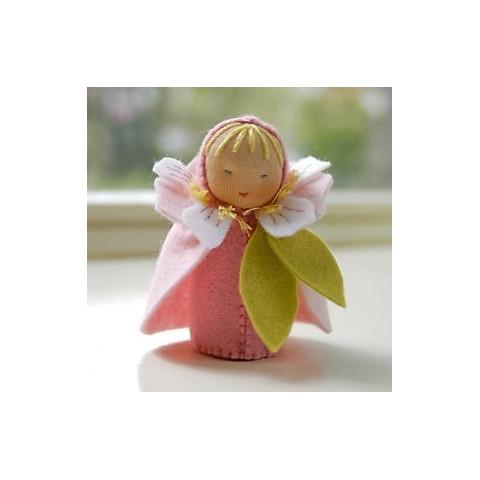 kit poupée fleur de cerisier, en feutrine pour table de saison steiner waldorf, de witte engel