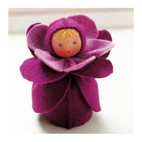 kit poupée fleur violette, en feutrine pour table de saison steiner waldorf, de witte engel