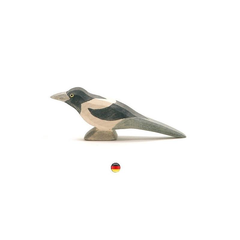 Figurine pie, oiseau jouet en bois steiner waldorf, ecologique et ethique Ostheimer