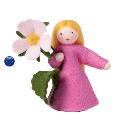 Poupée avec fleur églantine, fée pour table de saison waldorf ambrosius