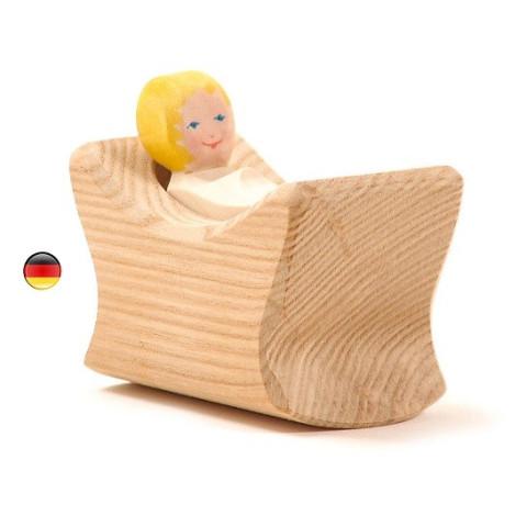 bébé et berceau, personnages, figurine en bois waldorf steiner. ostheimer
