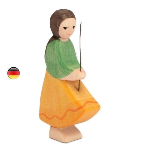 Gardienne d'oie, goose girl Fille famille de personnages, figurine en bois waldorf steiner. jouet ostheimer