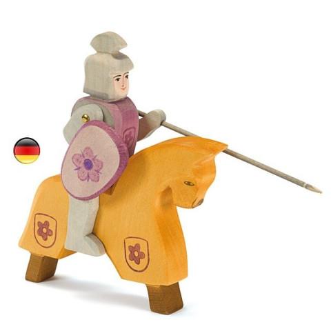 Cheval de tournoi jaune et rouge figurine en bois pour le chateau, jouet en bois waldorf steiner de ostheimer