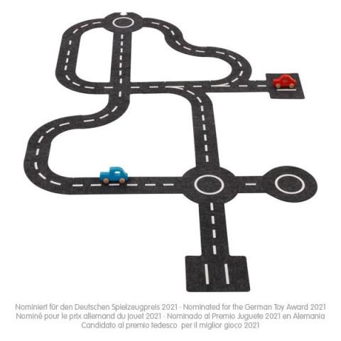 Circuit de voitures en feutrine avec 2 vehicules en bois, jouet naturel et ecologique de goki